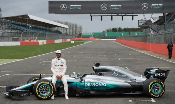 Mercedes revela su nuevo monoplaza, un W08 Hybrid - Noticias de escuderia