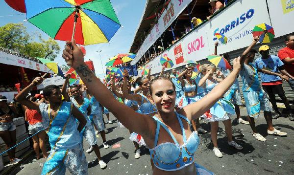 Brasileños desatan frenesí del carnaval callejero previo a desfiles en Río - Noticias de cerveza