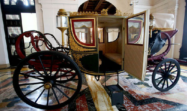 Históricas calesas presidenciales retornan a Palacio de Gobierno para exhibición