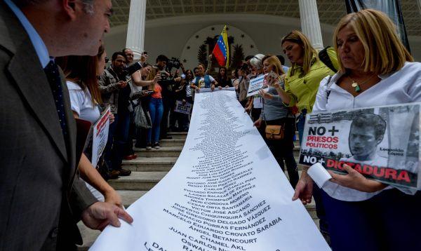 Venezuela: Lilian Tintori entregó documento a la AN a favor de la aplicación de la Carta Democrática - Noticias de caro miranda