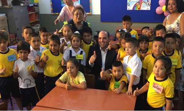 Zavala visita centros educativos de Lima en primer día de clases - Noticias de maria parado