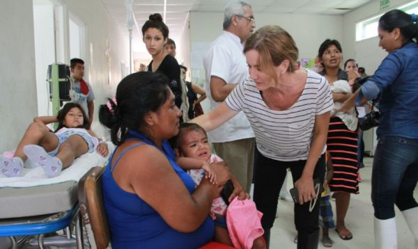 Ministra Martens traslada a niños enfermos a hospital para pronta atención - Noticias de minedu