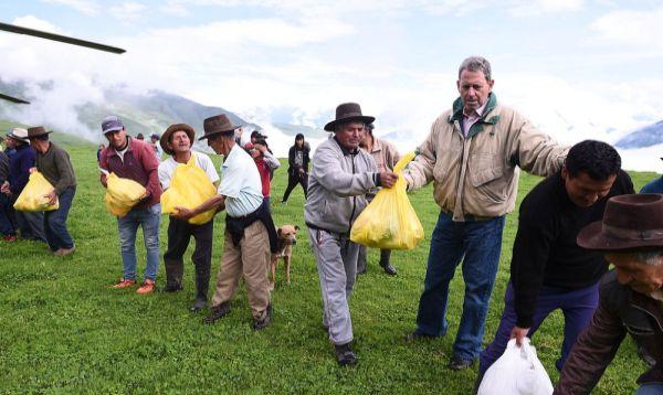 Ministro de Economía entregó ayuda humanitaria en provincias de Huaura, Oyón y Huaral