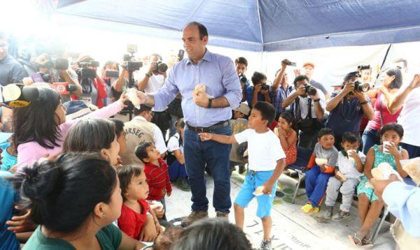 Premier repartió desayuno a niños de Carapongo - Noticias de necesidades