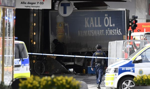 Suecia: Varios muertos en un atentado con camión en Estocolmo