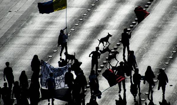 Estudiantes marchan en Chile en rechazo a reforma educacional de Bachelet