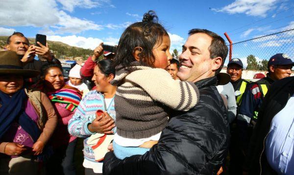 Ministro Giuffra se reunió con cusqueños y les garantizó continuidad del proyecto Chinchero - Noticias de alcalde de imperial