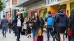 Gasto de consumidores británicos cae por primera vez en casi 4 años - Noticias de confianza del consumidor