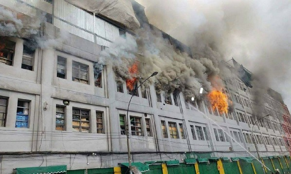 Las Malvinas: Incendio se apodera de zona comercial de Cercado de Lima - Noticias de lewis mejia
