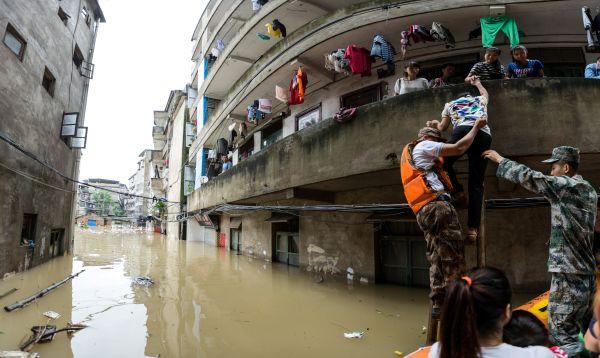 China: Inundaciones afectan el sur y ola de calor azota el norte - Noticias de riesgo país