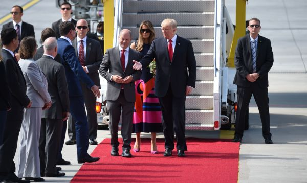 Donald Trump llega a Hamburgo para la cumbre del G20 - Noticias de melania trump