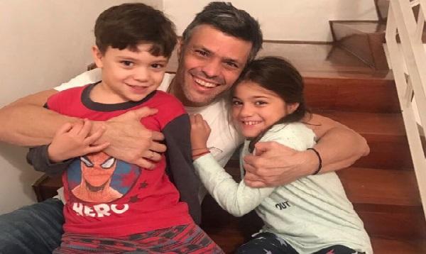 Venezuela: Leopoldo López se reencuentra con sus hijos tras pasar al arresto domiciliario - Noticias de ramiro gil serrate