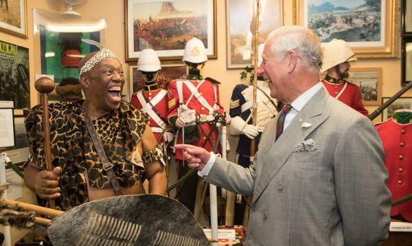 Príncipe Carlos bromeó sobre los escudos de los combatientes - Noticias de principe carlos