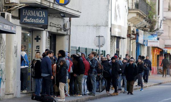 Uruguay se convierte en el primer país en vender marihuana estatal