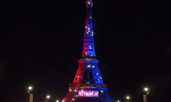 La Torre Eiffel con iluminación especial para saludar llegada de Neymar - Noticias de mundial de rugby