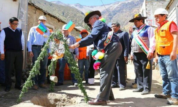 PPK da inicio a la construcción de carreteras en Moquegua
