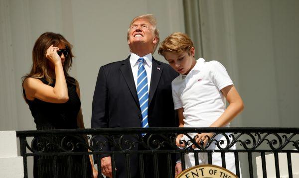 Trump observa eclipse solar desde la Casa Blanca - Noticias de melania trump