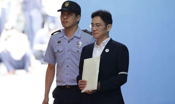 Condenan a vicepresidente de Samsung, Jay Y. Lee, a cinco años de cárcel por soborno - Noticias de jay y. lee