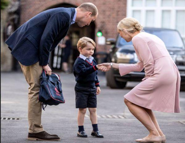 Príncipe George asiste a su primer día de clases, acompañado de su padre - Noticias de