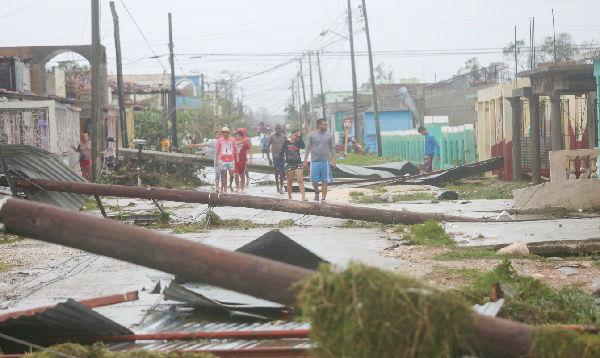El huracán Irma azota Cuba; Florida se alista para el golpe - Noticias de albergue